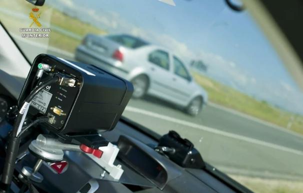 Investigan a un conductor logroñés que circuló a 212 kms hora en la autovía del Nordeste a su paso por Guadalajara