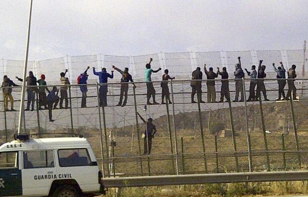 140 inmigrantes lograron entrar ayer en Melilla, tras un nuevo salto a la valla