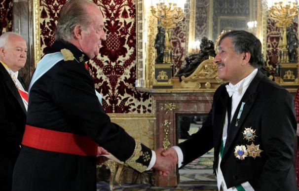 El Rey recibe por primera vez al representante palestino como embajador