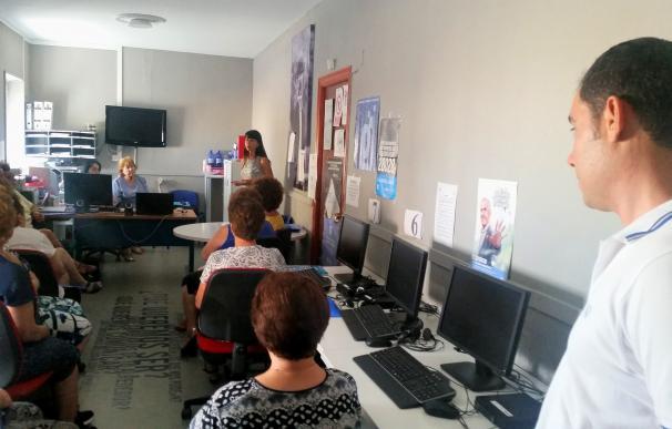 Trece mujeres de Chercos participan en un taller de empleo centrado en el emprendimiento y la creatividad