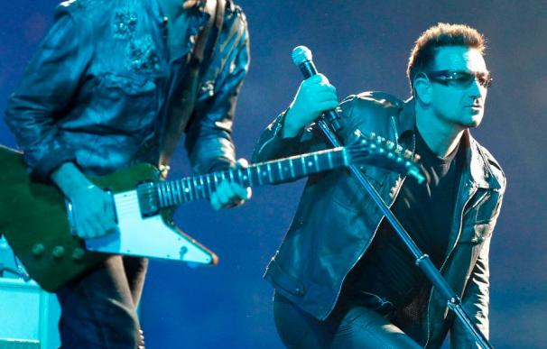 U2 congrega con un fastuoso espectáculo a 45.000 personas en San Sebastián