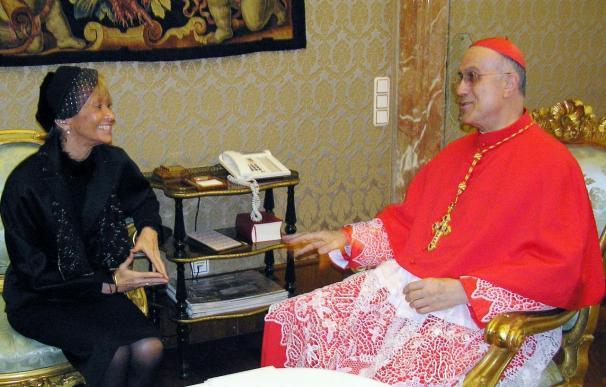 Fernández de la Vega se entrevistó en el Vaticano con el cardenal Bertone