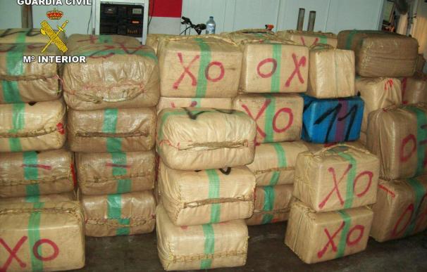 Incautados 400 kilos de hachís en un barco deportivo en Conil