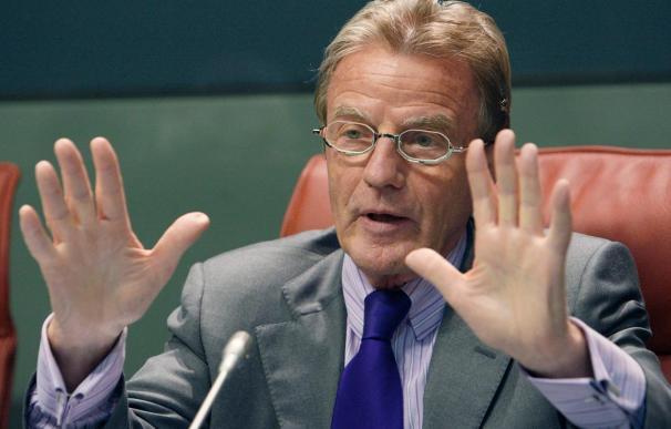 """Kouchner pide a Abás y Netanyahu que hagan """"compromisos dolorosos"""" por la paz"""