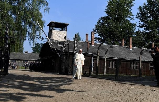 """El Papa visita Auschwitz: """"Señor, perdona tanta crueldad"""""""