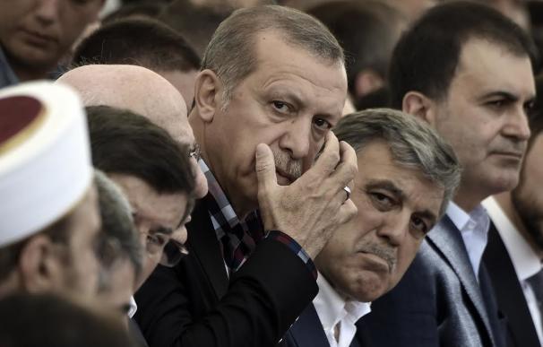 """Erdogan llama a eliminar los """"virus"""" de las instituciones"""