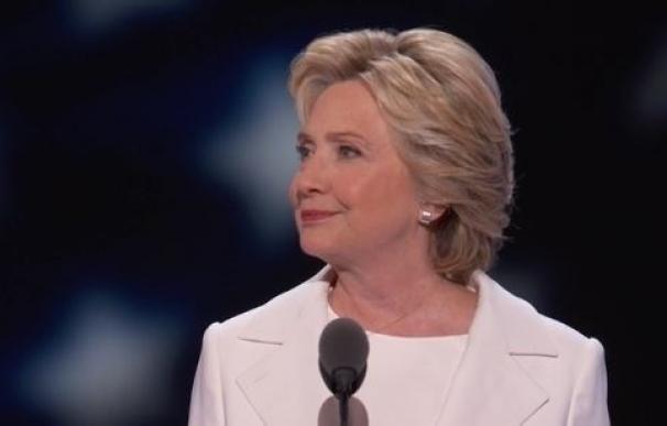 """Clinton acepta la nominación demócrata a la Casa Blanca y promete ser la """"presidenta de todos"""""""