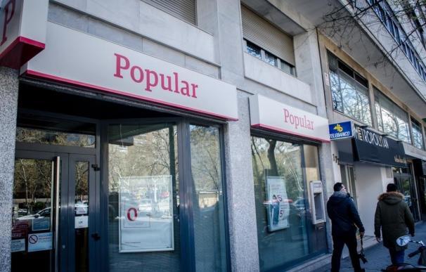 (Ampl.) Popular gana 94 millones de euros en el primer semestre, un 50% menos
