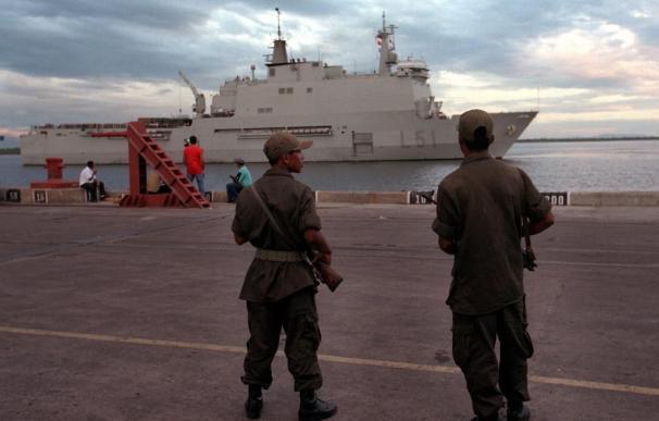 """El buque """"Galicia"""" libera un pesquero secuestrado y captura a cuatro piratas"""