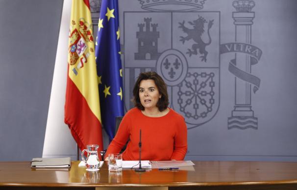 Santamaría afea a PSOE y C's que pidan ya un debate de investidura cuando lo primero es resolver un problema político