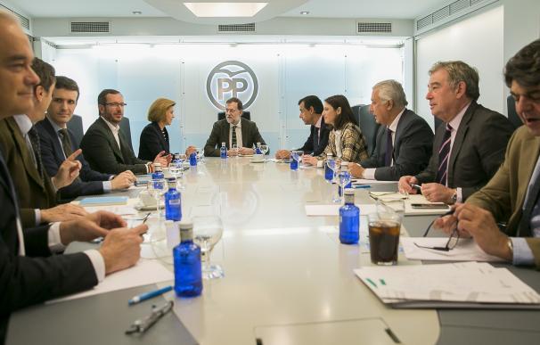 """Diputados y senadores del PP critican el """"espectáculo"""" y el tactismo de Rajoy"""