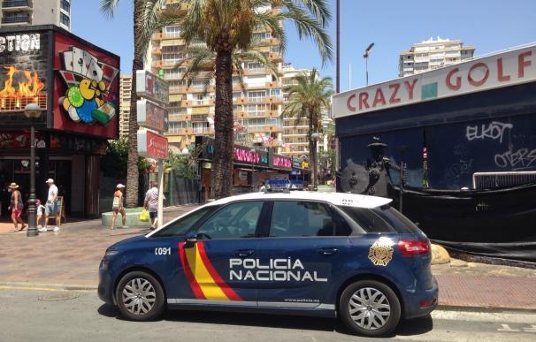 """Detenida una turista en Benidorm (Alicante) por abandonar a sus hijos para """"seguir de copas"""""""
