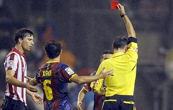 Mateu Lahoz expulsa a amorebieta por su entrada a Iniesta