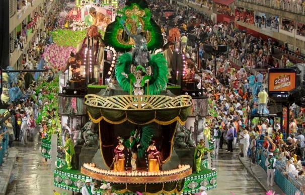 Comienza el último día de desfiles de las escuelas de samba de Río de Janeiro