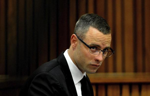El atleta paralímpico sudafricano Oscar Pistorius asiste a una sesión del juicio