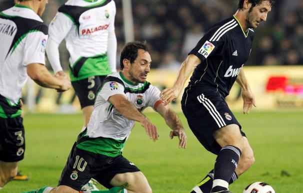 1-3. Benzema y Adebayor dieron triunfo a un Madrid que no acusó la baja de Ronaldo