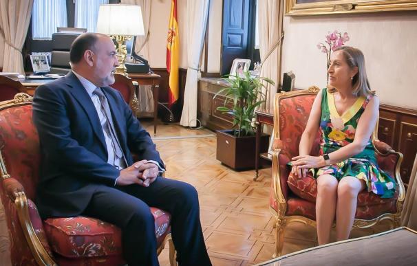 Ana Pastor recibe en su despacho del Congreso al presidente del Tribunal Constitucional