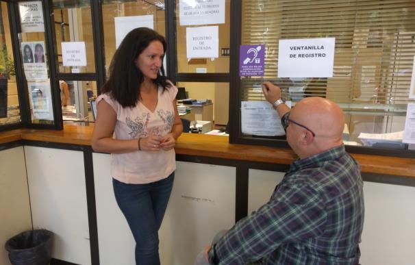Santa Cruz de Tenerife instala un sistema para mejorar el servicio a personas con deficiencia auditiva