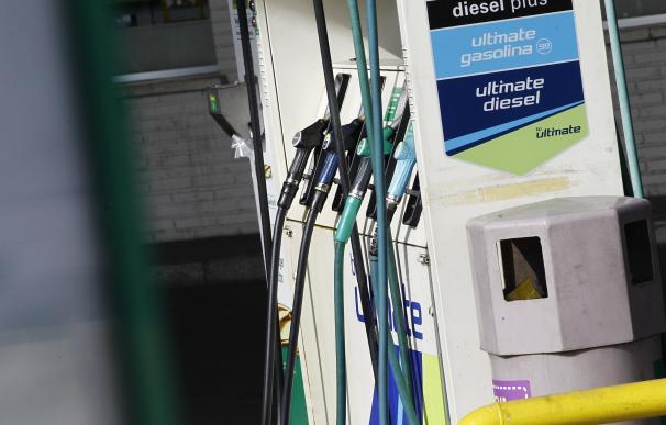 Los carburantes vuelven a caer esta semana y llegan a la operación salida con los precios más bajos en 7 años