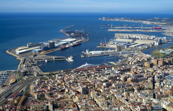 El Puerto de Tarragona mueve un 11% menos de mercancías pero ingresa un 2,7% más hasta junio