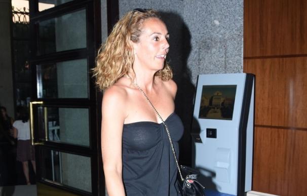 Rocío Carrasco elige la sonrisa como respuesta ante las preguntas sobre su boda
