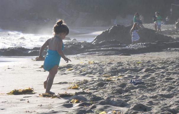 Los pediatras aconsejan proteger a niños del sol en verano incluso cuando los días están nublados