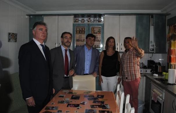 Junta subraya su compromiso con El Torrejón y anuncia el inicio de rehabilitación de 72 viviendas