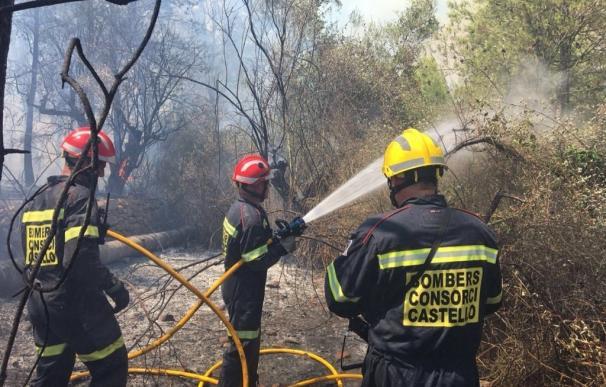 Se reincorporan 6 medios aéreos y 300 efectivos para extinguir el incendio de Artana