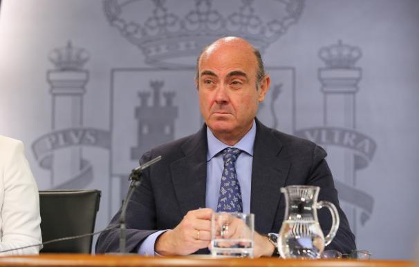 """Guindos cree que los españoles ya han tenido en consideración el caso Bárcenas y """"han pasado varias veces por las urnas"""""""