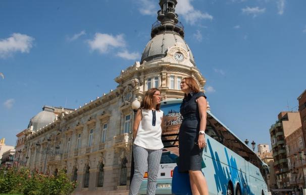 El Teatro Romano y el Foro llegarán a Francia gracias a los autobuses promocionales de Cartagena Puerto de Culturas