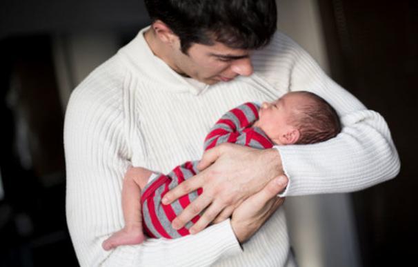 Hay más prestaciones por paternidad, pero las mujeres tiran del carro