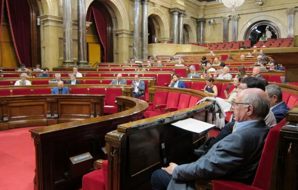 """El Parlament creará un grupo de trabajo para impulsar """"una banca pública catalana"""""""