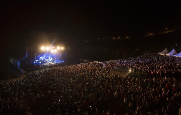 Casi 5.000 personas asisten al concierto de Bunbury en Pirineos Sur
