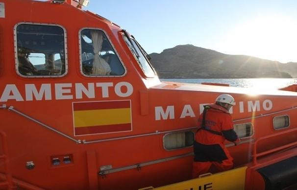 Rescatados 30 ocupantes, dos de ellos bebés, de una patera al sur de Cartagena (Murcia)