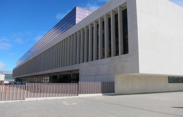 Las comparecencias ante la Comisión de Investigación del HUBU en las Cortes se retomarán el 5 de septiembre
