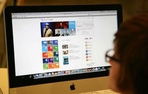 El 80% de las empresas reconoce consultar la actividad de sus candidatos en redes sociales, según un estudio