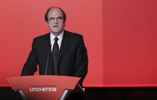 Ministro Ángel Gabilondo reivindica el valor de la palabra al recibir el honoris causa en la UNAM