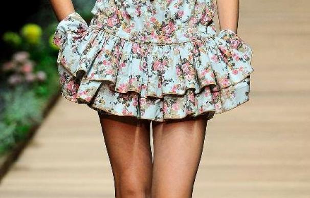 Dolce y Gabbana lleva a la pasarela de Milán una mujer con vestidos coloridos y florales
