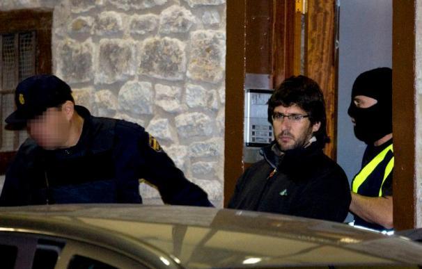 El juez envía a prisión a cinco miembros de Askapena e impone fianza a otros dos