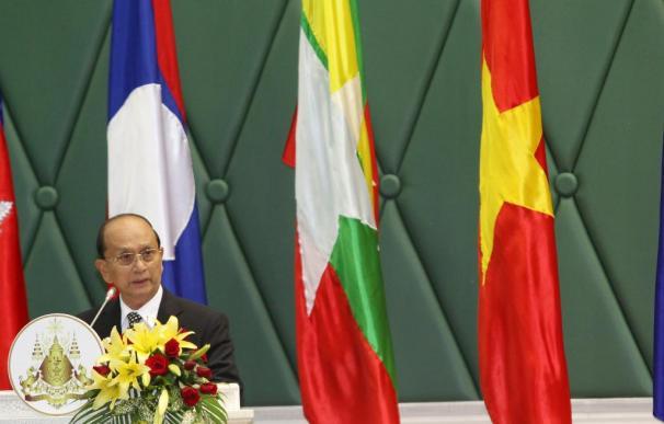 La Junta Militar birmana se disuelve y entrega el poder a un Gobierno civil