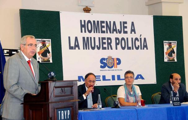 Homenaje a las policías de Melilla tras la campaña en su contra en Marruecos