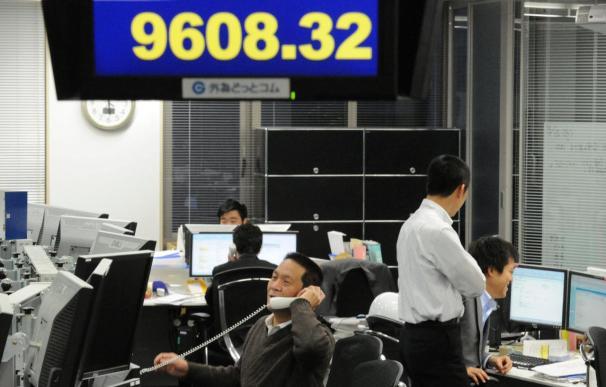 La Bolsa de Tokio supera los 9.700 puntos, su nivel más alto desde el seísmo