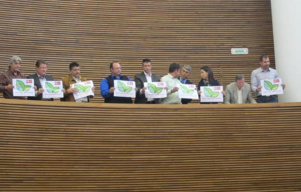 Font de Mora expulsa del hemiciclo a alcaldes y portavoces de La Ribera por mostrar pancartas reclamando agua potab