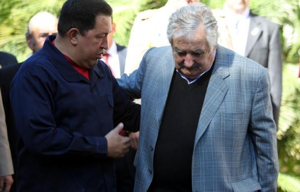 """Chávez descarta ofrecer asilo para Gadafi, que hace """"lo que tiene que hacer"""""""