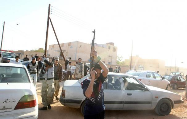 Las tropas de Gadafi están a las puertas del enclave petrolero de Ras Lanuf, pero no han logrado entrar