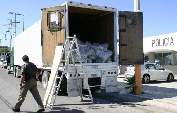 Detenido en México un camión que llevaba 89 inmigrantes hacinados en tráiler