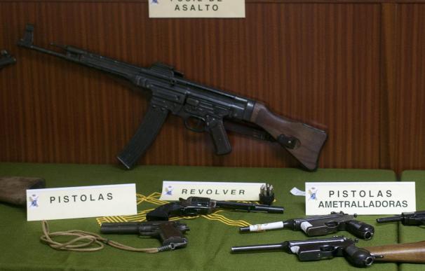 Tres detenidos por vender armas de guerra y munición a coleccionistas