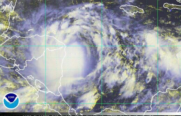 """Autoridades de Honduras extienden la alerta roja a todo el país por """"Matthew"""""""