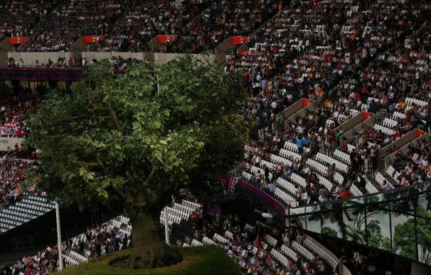 Muchos asientos vacíos en la inauguración