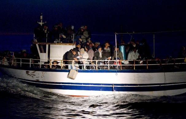 Más de 1.300 inmigrantes desembarcan en la isla italiana de Lampedusa